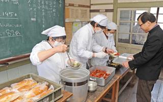 旧遷喬尋常小学校なつかしの学校給食